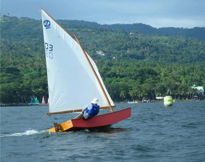 Sailing dinghy low cost for building participation of paralympic and able bodied sailors - oz goose